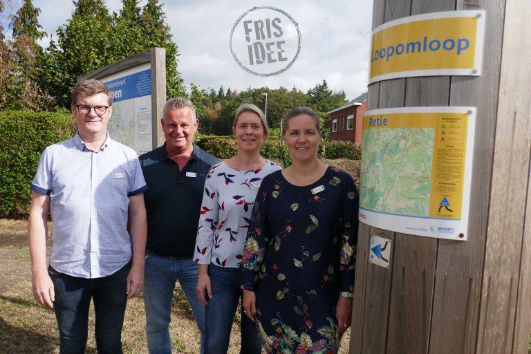 Koen, Fonny, Karolien en Liesbeth aan het infobord op het Vossekot