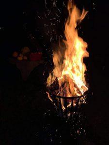 Lekker warmen aan de vuurkorf van Nieuw Retie